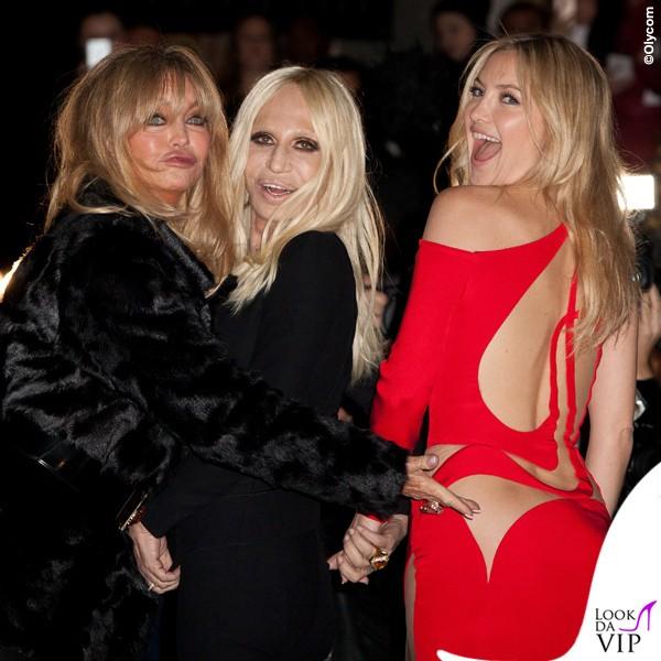 PFW-sfilata-Versace-Goldie-Hawn-Donatella-Versace-Kate-Hudson-abito-Versace