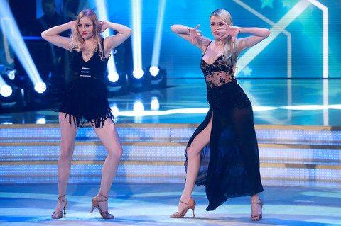 """La rumba delle sorelle Stella è hot: Martina e Flavia """"meglio delle Ferragni"""""""
